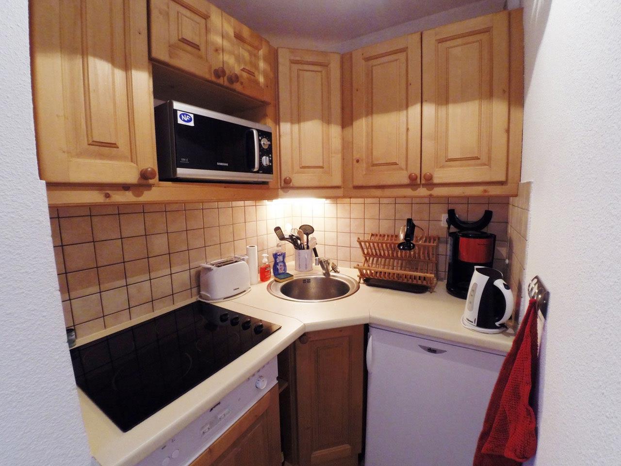 Appartement 4 6 personnes la dame blanche puy saint vincent for Tarif cuisine equipee